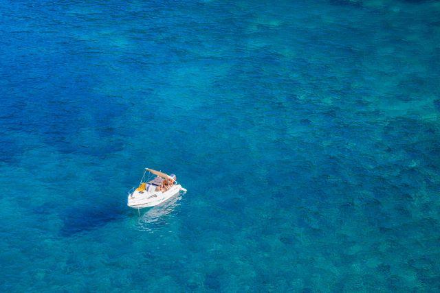 海に浮かぶボート