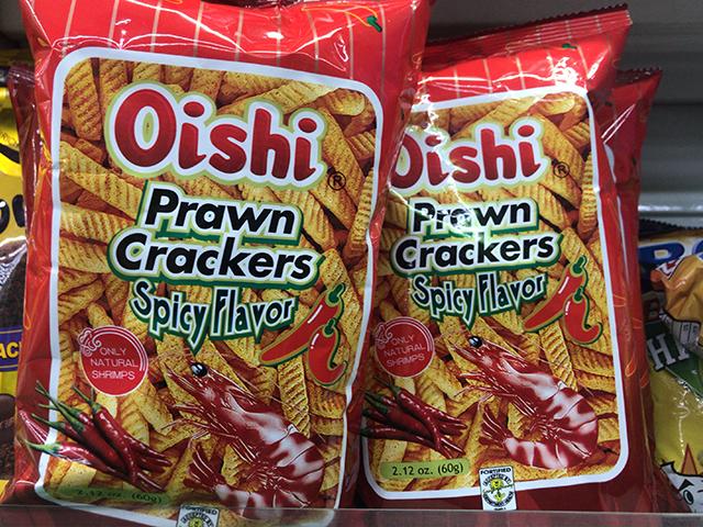 オイシー(Oishi)プラウンクラッカーのスパイシーフレーバー